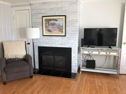 Barnstable, Centerville Cape Cod vacation rental - Starboard Apt reading nook & Smart TV w/ cable & Wifi.