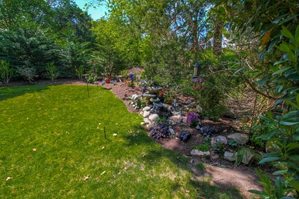 Barnstable, Osterville Cape Cod vacation rental - Manicured Yard