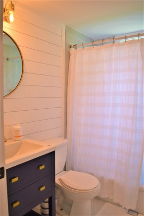 Barnstable, Hyannis Port Cape Cod vacation rental - Updated Full Bath