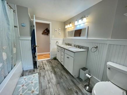Barnstable, Centerville Cape Cod vacation rental - Bathroom