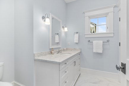 Chatham, Crows Pond and Pleasant Bay Cape Cod vacation rental - Private bathroom