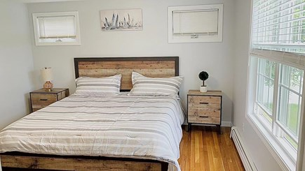Hyannis, Barnstable Cape Cod vacation rental - Master:King size bed with separate bath