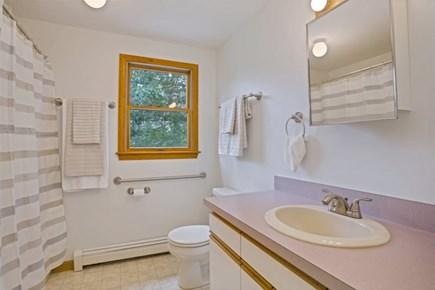 Wellfleet Cape Cod vacation rental - Full Bathroom