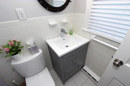 Hyannis Cape Cod vacation rental - Bathroom