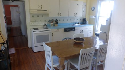 Provincetown, East End Cape Cod vacation rental - Cheery, light filled eat -in kitchen