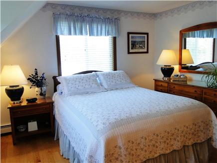 Kingston MA vacation rental - Sunny Monet bedroom with queen size bed