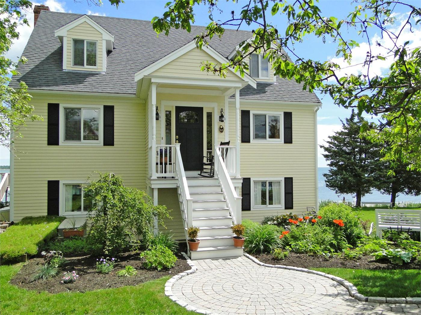 rental in ma vacation classic cottage waterfront provincetown homeaway compo cottages beach