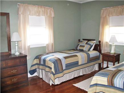 Harwich Port Cape Cod vacation rental - Bedroom with twin beds