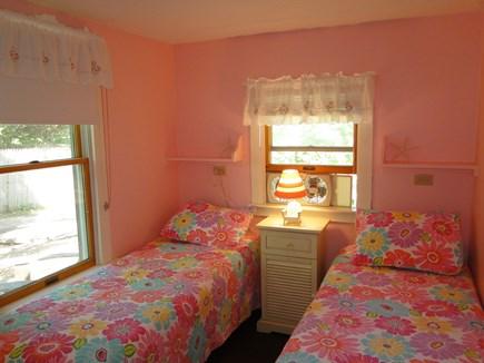 Wellfleet Cape Cod vacation rental - Pink twin bedroom
