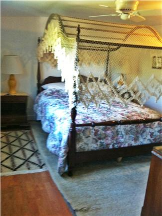 Truro Cape Cod vacation rental - Queen four poster bed with Williamsburg canopy