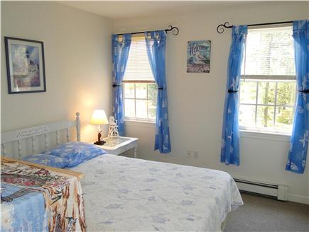 Dennis Cape Cod vacation rental - Blue bedroom – seagull theme