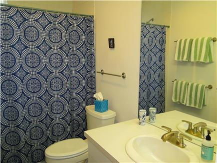 Wellfleet Harbor, on the Bluff Cape Cod vacation rental - Main floor full bathroom with tub