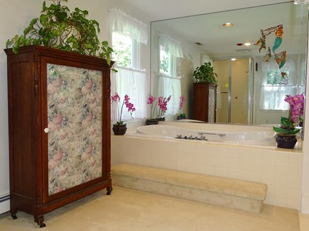 near Skaket beach in Orleans Cape Cod vacation rental - Master bath Jacuzzi, adjacent to full bathroom