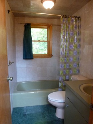 Wellfleet, Duck Pond Area Cape Cod vacation rental - Second Floor Bathroom