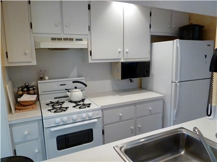 New Seabury New Seabury vacation rental - Kitchen with breakfast bar and open view into the living room