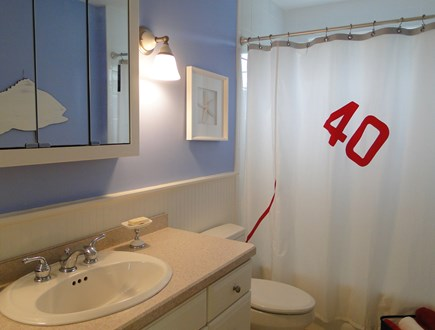 New Seabury/(Popponesset) New Seabury vacation rental - Upstairs full bathroom with tub