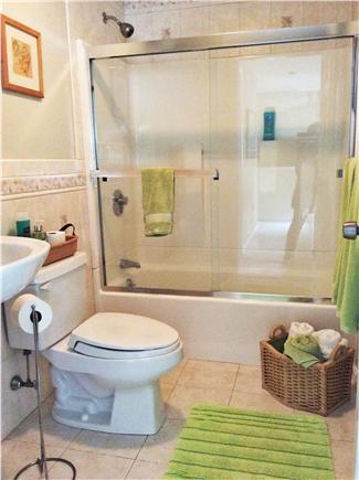 New Seabury (Mashpee) New Seabury vacation rental - Upstairs Bathroom (with bath tub)