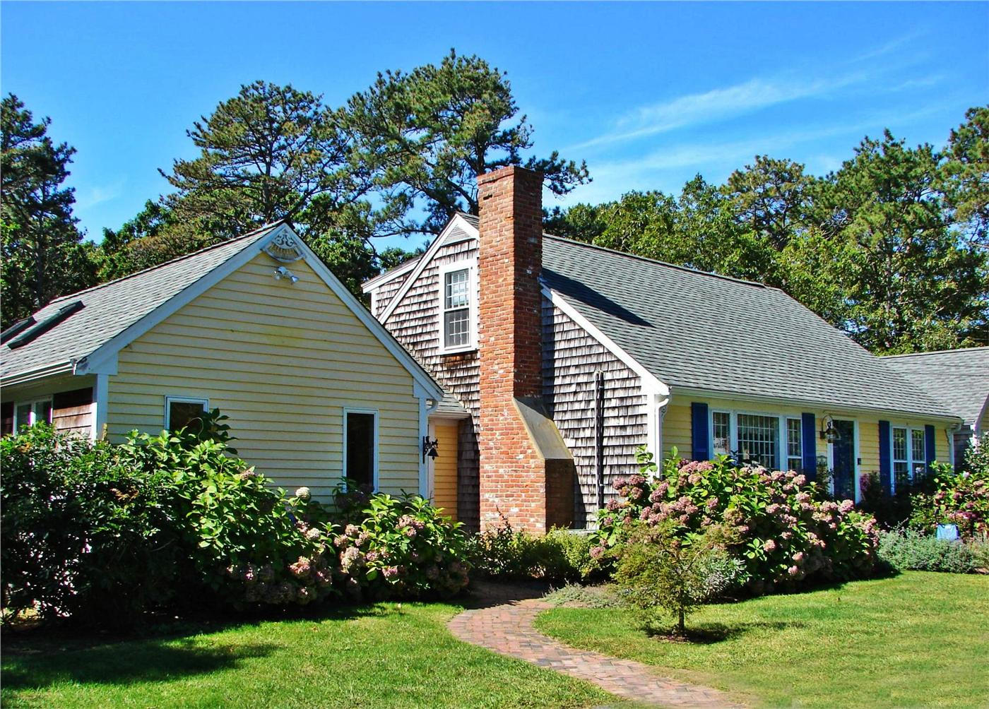 Brewster vacation rental home in cape cod ma 02631 1 2 for Cabin rentals in cape cod ma