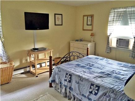 East Harwich, Pleasant Bay Cape Cod vacation rental - Bright master bedroom