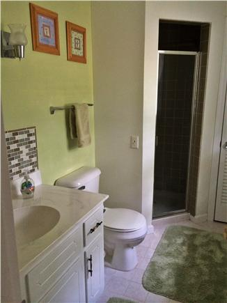 East Harwich, Pleasant Bay Cape Cod vacation rental - Fresh and clean master bathroom
