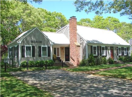 Click here to see a video of this Falmouth vacation rental.
