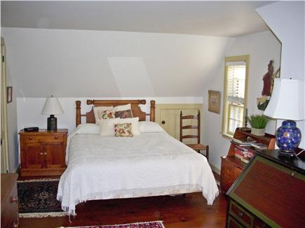 Yarmouthport historic 6A Cape Cod vacation rental - 2 upstairs bedrooms (queen and twins) and sitting areas