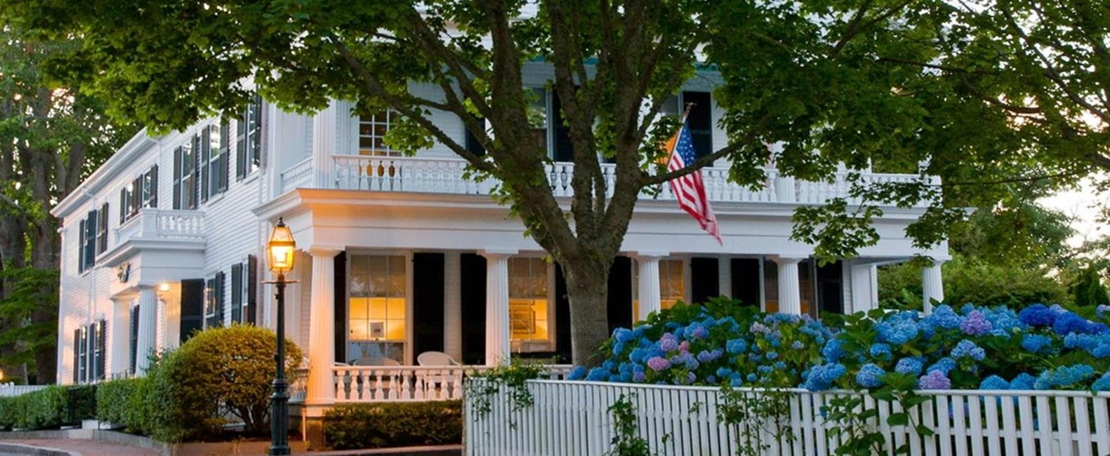 Cape Cod and Martha's Vineyard homes that sleep 14+ - gather the family and hit the beach!