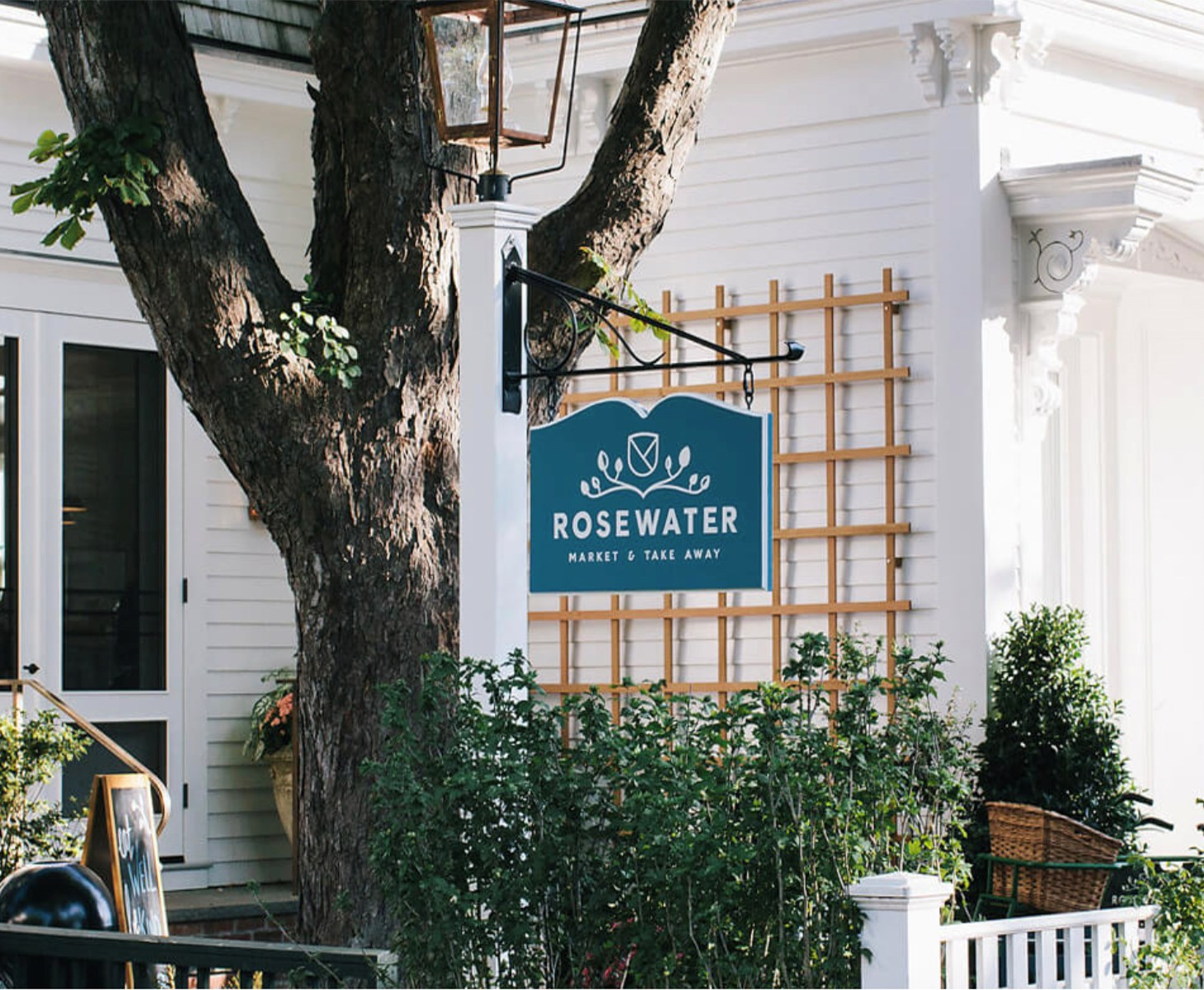Looking for coffee and pastries on the Island? We've got you covered.