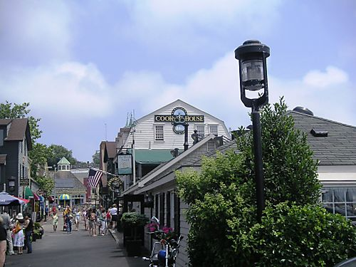 Shopping in Nantucket Wharf