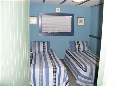 East Chop (Oak Bluffs) Martha's Vineyard vacation rental - Bedroom with twin beds