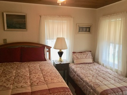 Oak Bluffs Martha's Vineyard vacation rental - Bedroom w/queen & twin beds