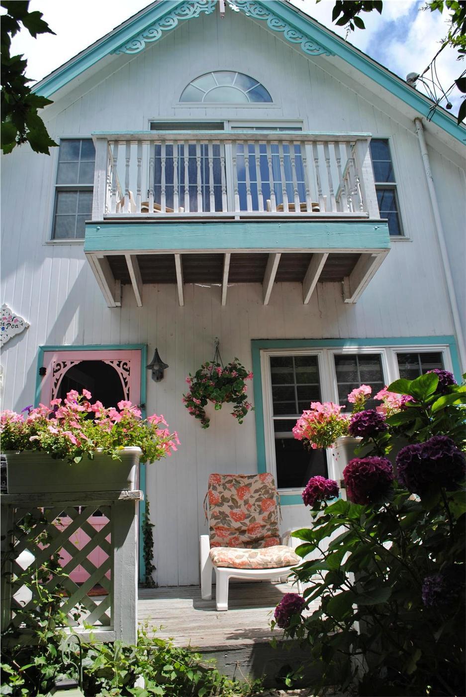 Oak bluffs vacation rental home in martha 39 s vineyard ma for Martha s vineyard gingerbread cottages