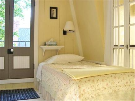 Oak Bluffs, Historic Copeland District Martha's Vineyard vacation rental - Commonroom Twin with Juliet balcony