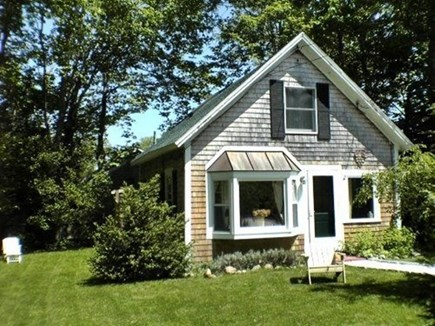 Vineyard Haven, Tisbury Martha's Vineyard vacation rental - Sweet quiet, private cottage, in town  with a great side yard