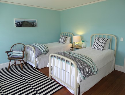 Vineyard Haven Martha's Vineyard vacation rental - Twin bedroom upstairs