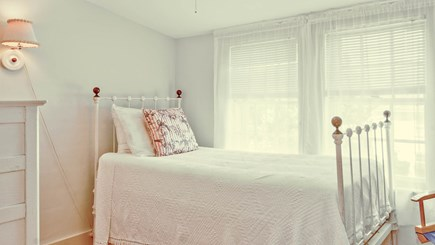 Edgartown Martha's Vineyard vacation rental - Sara Brown Room - Bedroom 9 with single bed
