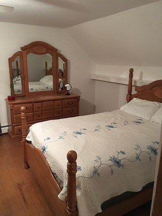 Oak Bluffs Martha's Vineyard vacation rental - Upstairs bedroom with queen size bed and twin bed.