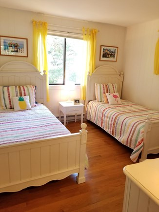 Katama - Edgartown, Edgartown Martha's Vineyard vacation rental - Cheery twin bedroom