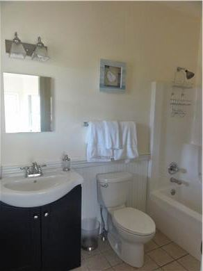 Oak Bluffs Martha's Vineyard vacation rental - First Floor In-Room Bath