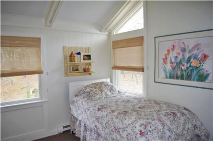 Edgartown Martha's Vineyard vacation rental - Upstairs bedroom: twin bed with twin sized trundle bed