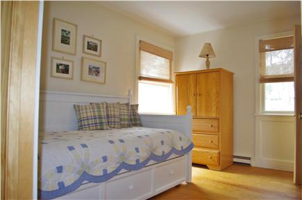 Edgartown Martha's Vineyard vacation rental - Downstairs bedroom w/twin daybed & twin sized trundle bed