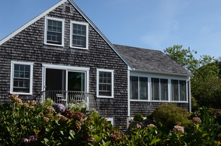 Chilmark - off Meetinghouse Ro Martha's Vineyard vacation rental - Charming Hilltop Home