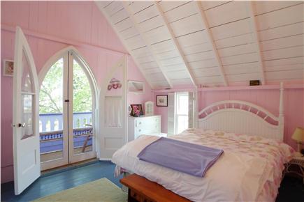 Oak Bluffs Martha's Vineyard vacation rental - 2nd Fl Queen Pink Bedroom/Juliet  Balcony