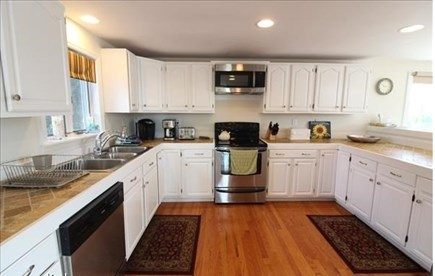 Katama - Edgartown, katama Martha's Vineyard vacation rental - Well equipped kitchen with stone counters and breakfast bar