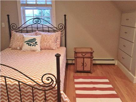 Edgartown Martha's Vineyard vacation rental - Queen suite with sink vanity