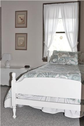 Oak Bluffs Lagoon Pond area Martha's Vineyard vacation rental - Twin Beds