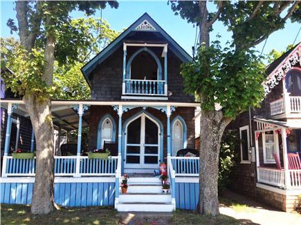 Oak bluffs vacation rental home in martha 39 s vineyard ma for Gingerbread houses martha s vineyard