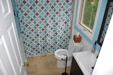Edgartown Martha's Vineyard vacation rental - First floor full bathroom