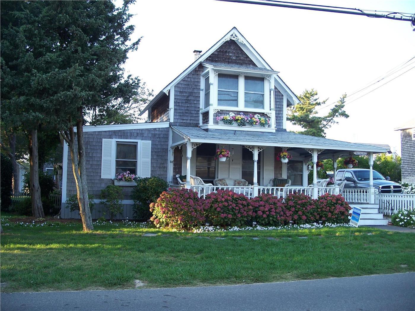 Oak Bluffs Vacation Rental Home In Martha S Vineyard Ma 02557 500 Feet To Inkwell Beach And