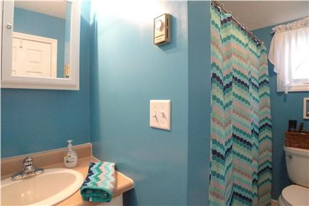 Oak Bluffs Martha's Vineyard vacation rental - Clean and colorful Tub/ shower combo